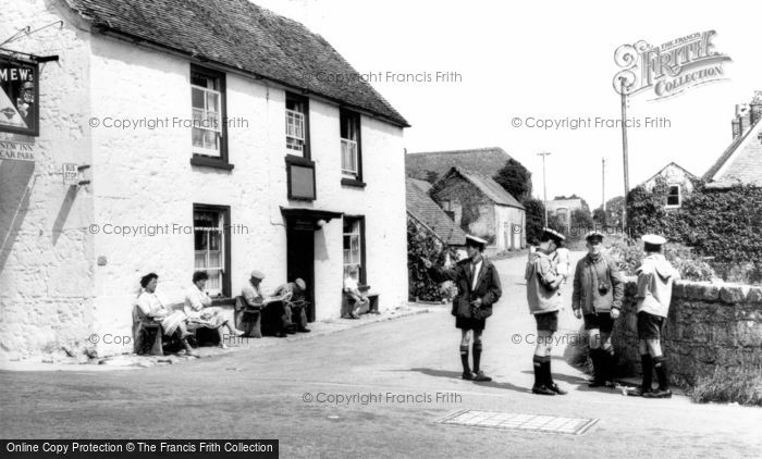 Photo of Shalfleet, The New Inn c.1955