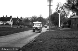 Shamley Green, Bus 1932