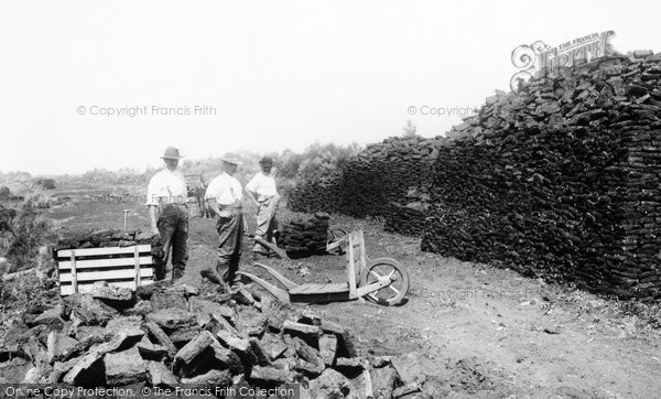 Photo of Shapwick, 'wheeling Out The Turf' 1904