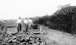 'wheeling Out The Turf' 1904, Shapwick