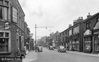 Shaw, Market Street c1950