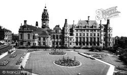 Sheffield, The Peace Gardens And The Town Hall c.1965