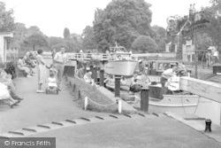 Shepperton, Lock c.1955