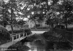 Shere, Avenue Cottages 1913