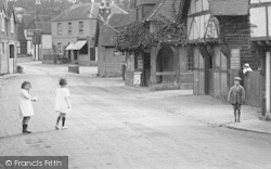 Shere, Children In Middle Street 1924