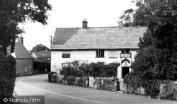 Shorwell, The Crown Inn c.1950
