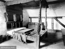 Anne Hathaway's Cottage, Old Bedstead 1912, Shottery