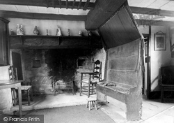 Anne Hathaway's Cottage, The Parlour Showing Old Settle 1912, Shottery