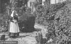 Shottery, Old Lady At Anne Hathaway's Cottage 1892