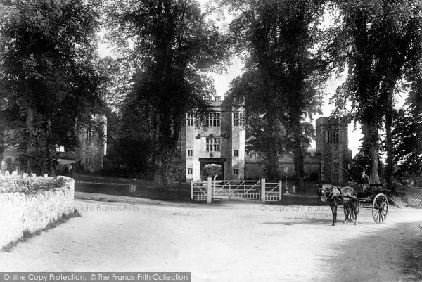 Shute, House, the Old Gateway 1902
