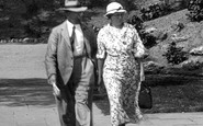 Sidmouth, A Couple In Connaught Gardens 1934