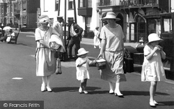 Sidmouth, Fashionable Ladies 1924