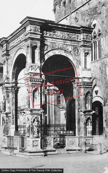 Photo of Siena, Palazzo Pubblic, Cappella Di Piazza c.1920