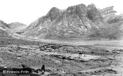 Sinai, Mount Horeb (Ras Sufsafeh) And The Plain Of Er-Raha 1858
