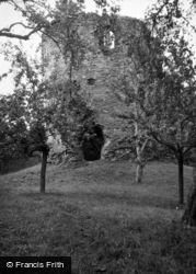 Skenfrith, Castle, The Round Keep 1948