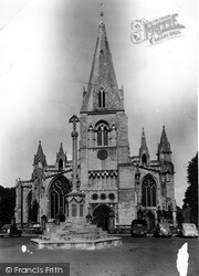 Sleaford, Church Of St Denys And War Memorial c.1955