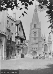 Sleaford, St Denys Church And Market Place c.1950