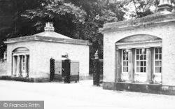 House, Main Gates c.1960, Sledmere