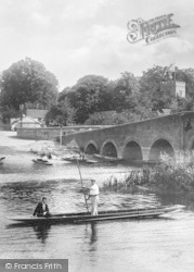 Sonning, Punting On The Thames 1904
