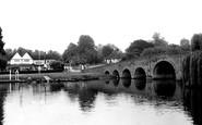 Sonning, the Bridge and White Hart Hotel c1955