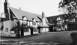 Sonning, The Bull Hotel c.1960