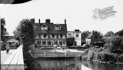 Sonning, The French Horn Hotel c.1955