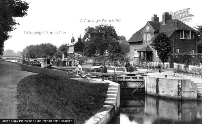 Photo of Sonning, the Lock 1917