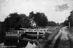 Sonning, The Lock c.1890