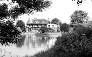 Sonning, the River and the French Horn Hotel c1960