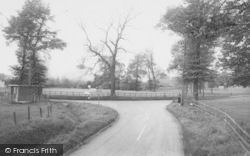 Cross Roads c.1965, South Moreton