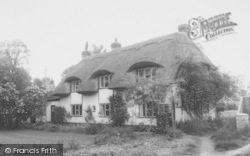 Thatched Cottage c.1965, South Moreton