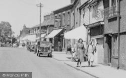 South Ockendon, Walking Together In South Road c.1955