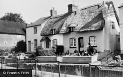 Southam, Thatched Cottages c.1965