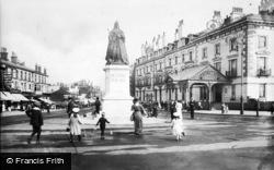 Southport, Victoria Statue 1913