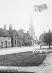 Spaldwick, St Mary's Church And Village Pump 1906