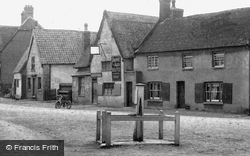 Village Water Pump 1906, Spaldwick