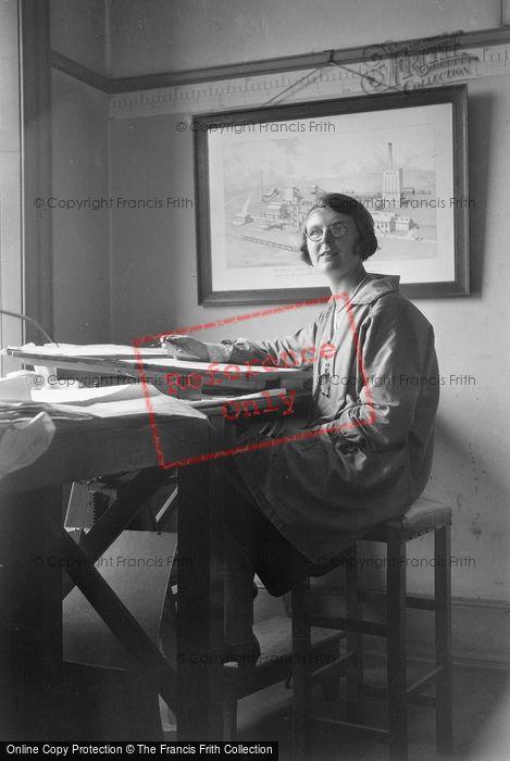 Photo of Lady Artist c.1931
