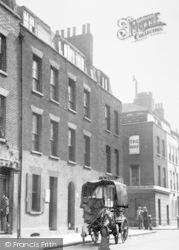 Spitalfields, Fournier Street c.1946