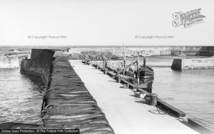Photo of St Abbs, The Harbour Wall c.1935
