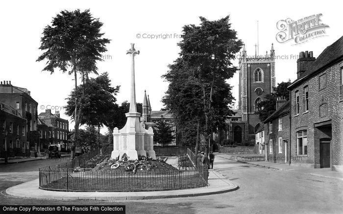 Photo of St Albans, St Peter's Church and War Memorial 1921, ref.   70474