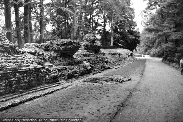 Photo of St Albans, the Roman Wall, Verulamium c1955, ref. S2043