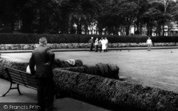 St Helens, A Game Of Bowls, Queens Park c.1965