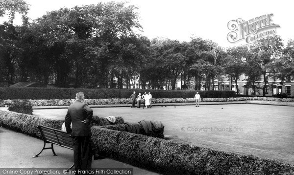 Photo of St Helens, Bowling Green, Queens Park c1965