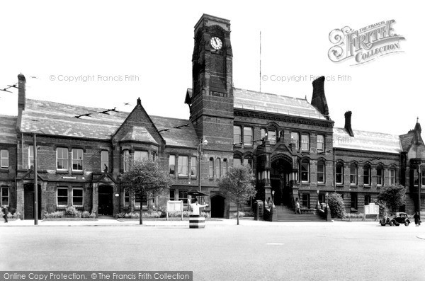Photo of St Helens, The Town Hall c.1950