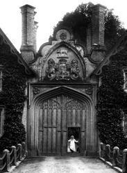 Tregothnan Gates 1912, St Michael Penkivel
