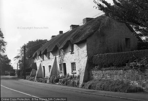 Photo of St Nicholas, Thatch Cottages 1953
