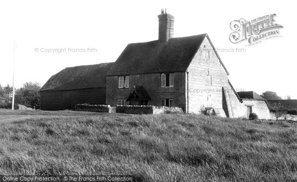 Stadhampton, the Hunt Stables c1955