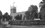 Staines, St Mary's Church c1955