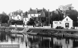 Staines, Swan Hotel And Boat House 1895