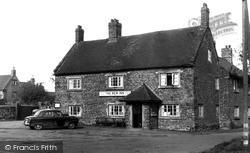 Staverton, The New Inn c.1955